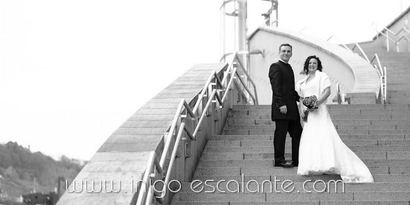 Fotografo bodas Bilbao album ayuntamiento ria pasarela zubizuri Museo Guggemheim